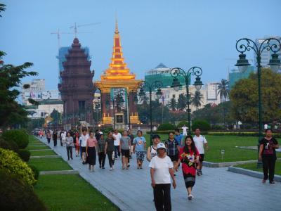 灼熱の大地カンボジアへ・その18/夜明けのプノンペン市街をぶらぶら