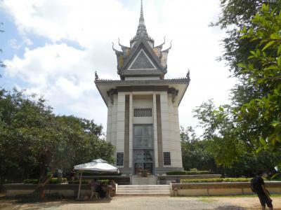 灼熱の大地カンボジアへ・その20/カンボジアに来たらここを避けて通れまい、多くの血が染み込んだ荒野のキリングフィールドへ