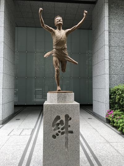 東京散歩・東京駅~丸の内~大手町周辺『箱根駅伝 絆の像』
