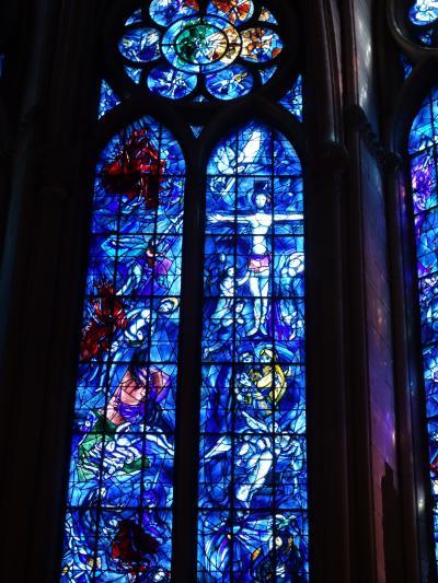 ランスのノートルダム大聖堂に入る。今回はシャガールのステンドグラスには感動しなかった。