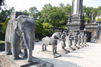 初ヴェトナム旅行 ④ ー グエン王朝の置かれたフェ (Hue) を訪ねる