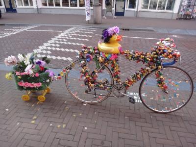 オランダ・ベルギー再訪の旅2017初春-<8>アムステルダム街歩き前半・お洒落アヒルに再会