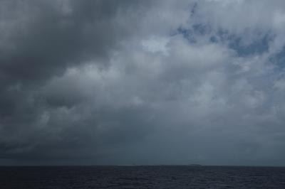 憧れの慶良間の海は鉛色