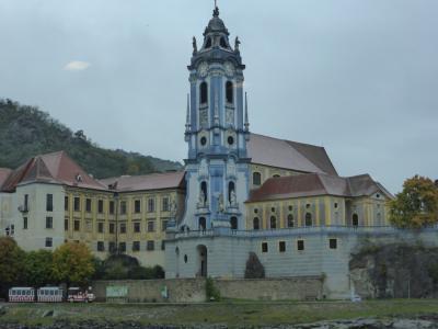 オーストリア一周 鉄道の旅10日間 : 5日目 ザルツブルクからメルク、その後ドナウ川下り、川沿いのデュルンシュタインにあるお城ホテルに泊まる