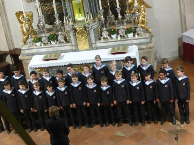 オーストリア一周 鉄道の旅10日間:最終回 ウィーン少年合唱団のホーフブルグ王宮、日曜礼拝コンサートを堪能して、シシィ美術館を見学し、シェーンブルグ宮を歩く