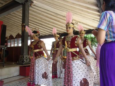 還暦過ぎ夫婦インドネシア旅行記(その5)ジョグジャカルタ王宮の舞踏とエクスタシー