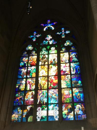 中欧一人旅☆プラハ3日目前半 プラハ城聖ヴィート大聖堂のステンドグラスの美しさにため息