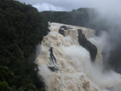 ニューギニア航空で行くケアンズ サイクロンの大雨の影響で通行止めだらけでした(ビーチフロント アパートメンツ オン トリニティ ビーチ) 2018年3月