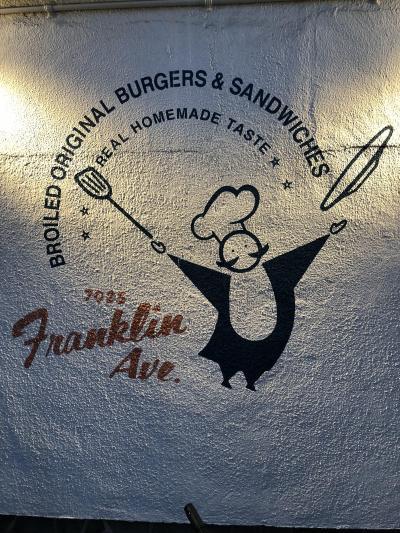 五反田発の老舗ハンバーガー店「フランクリンアベニュー」~いぶし銀の味を提供するグルメバーガーの草分け的な有名店~