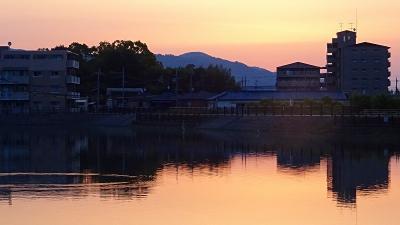早朝散歩 宝塚市安倉上の池・・・出足が遅れましたが、日の出には間に合いました。