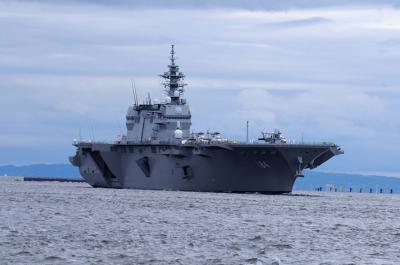 海上自衛隊 護衛艦 へり空母 加賀(かが) 大阪湾天保山へ入港 なんと公開は4時間待ちのカオス状態へ