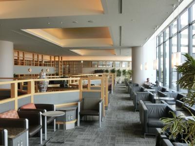 成田空港アメリカン航空ビジネスラウンジ(アドミラルズクラブ)潜入記ー超混雑したJALサクララウンジを避け、知る人ぞ知る提携ラウンジで優雅な朝食(JAL並み)を味わう