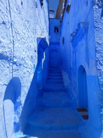 モロッコ / シェフシャウエン とうとう来ちまった、地球の裏側の、こんな人里離れた山あいの小さな村に・・・ ただ「青い」というだけでw