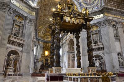 世界中の人々の笑顔の先に見えたローマ法王 そして 豪華絢爛サン・ピエトロ大聖堂☆
