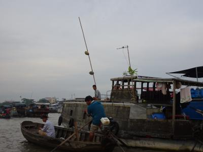 オジン旅カイランの水上マーケットと街歩き