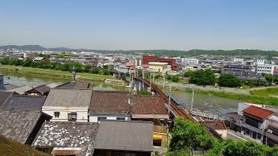三木市 城址公園からの眺め・・・曲がっている鉄橋。