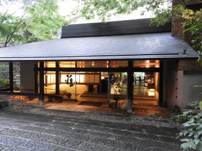 鹿児島空港のすぐ近くにあるのに、鄙びた山間の、でも上質な温泉宿でのひと晩の滞在。