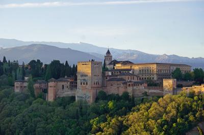 復讐と再挑戦。リベンジ・スペイン(27)早朝のアルバイシンの散歩とヘネラリフェ庭園とカルロス5世宮殿まで見学して疲れ果てる。