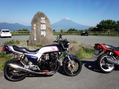芦ノ湖、箱根スカイラインから富士山遠望