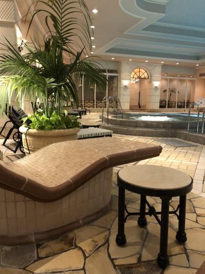 初めての名古屋④ホテルのゴージャスな夜プールとラウンジカクテルタイム、シメは名古屋めし