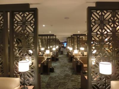 日本航空JALビジネスクラス搭乗記(クアラルンプール→成田編)豪華絢爛マレーシア航空ゴールデンラウンジでフルコースディナーをとり個室ベッド(JALスカイスイートⅢ)で熟睡、目覚めは懐石日本料理を食す