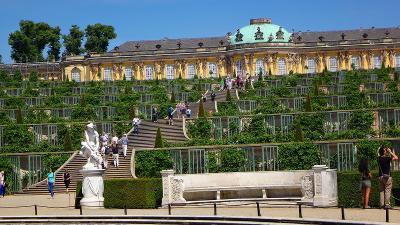 ドイツ大周遊(23) 世界遺産サン・スーシ宮殿の建物と庭園。