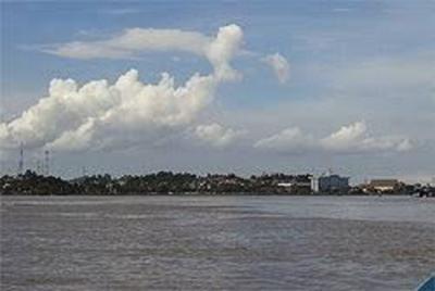 マハカム川を遡って