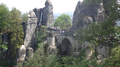 ドイツ大周遊(37) 断崖絶壁の景勝地、エルベ川渓谷のバスタイの観光。