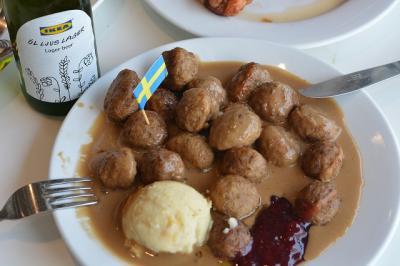 シンガポールのIKEAでスウェ-デン料理を食す。