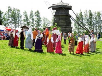Russia ロシアを楽しむ(9/12)       スーズダリの木造教会博物館のお祭り