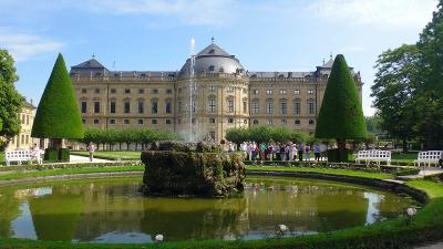 ドイツ大周遊(51) 世界遺産・・・ヴュルツブルク司教館、その庭園群と広場。