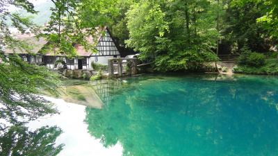 ブラウボイレンBlaubeuren…神秘的な青の湖ブラウトプフを見に・・・ドイツ木組みの家街道を歩く