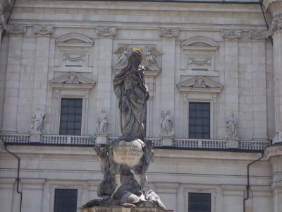 マリア様に王冠をかぶせる。ザルツブルクの街歩きの気まぐれです。