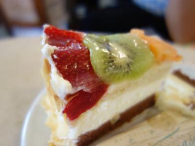 カフェ・トマセッリはひどいカフェ。13ユーロの飲食代に7ユーロのティップを要求された。