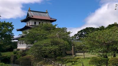 函館から「いさりび鉄道」と「路線バス」を乗り継いで、北海道の城下町松前へ。