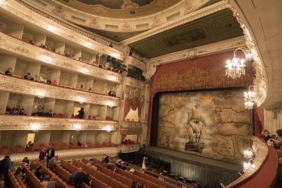 母娘でサンクトペテルブルクへお気楽旅行4:ロシアに行ったらバレエを見ないとね!