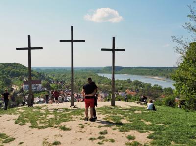 ひかえめな美しさを味わう・・・ポーランド ③ ★ポーランドで最も美しい村 カジミエシュ・ドルヌィ 中編★聖ヨハネ&聖バルトロマイ教会、十字架の丘、カジミエシュ王の城★