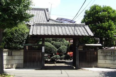 橋本4の大通りに面した表門のあるお屋敷