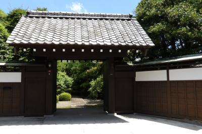 東橋本3の裏通りに面した表門のあるお屋敷
