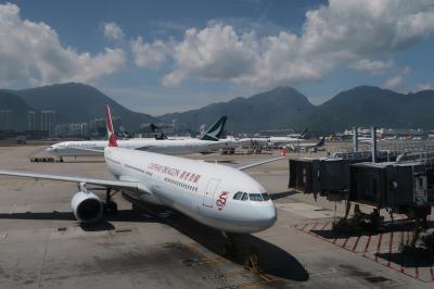 ヘルパーさんと子連れペナン01★娘8ヵ月 キャセイドラゴンで香港からペナンへ