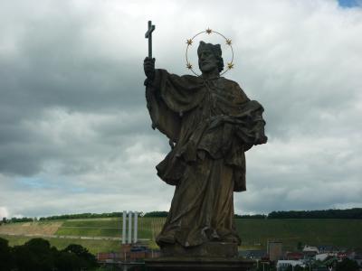 ドイツ木組みの家を訪ねて 町から町へ  ヴュルツブルク アルテマイン橋の守護聖人