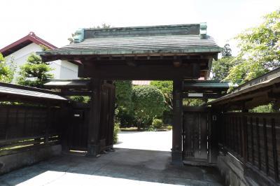 元橋本町の大山街道に面した表門のあるお屋敷2