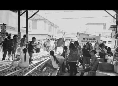 約10年ぶりの...微笑みさがし...〔列車の来ないメークロン市場(Maeklong Market)編-1〕 - Thailand - from Brasil #19(バンコク/タイランド)