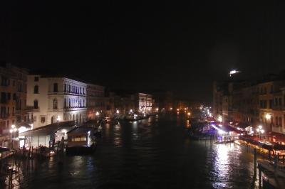 2018.05 GWに巡るイタリア三都物語(17)ヴァポレットで巡る水の都・ディナーをいただき雨のサンタルチア駅へ。