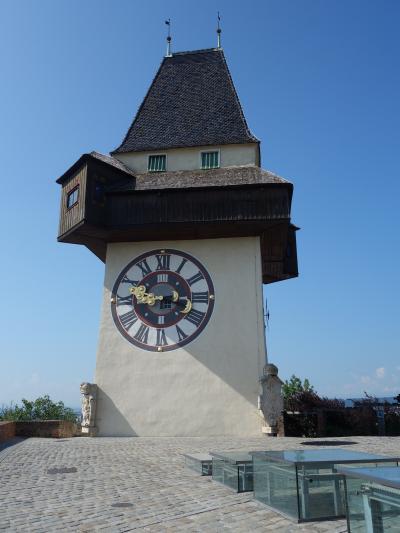 グラーツでも高いところに登りましょう。時計塔です。街歩きの始まりです。