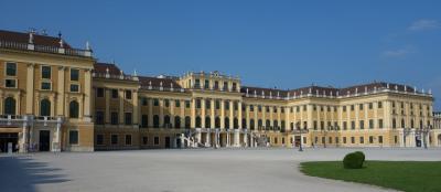 ウィーン観光の始まりといえば,シェーンブルン宮殿です。ひさしぶりで来ました。