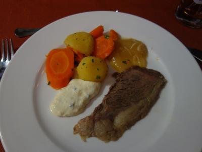 夕食は,ウィーン名物の 「ターフェルシュピッツ」。お肉はいろいろとあるようです。