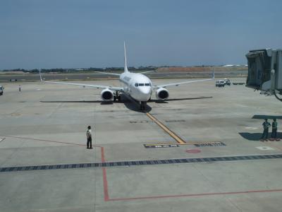 JL804便で、台湾から日本へ返ります。737-800機材。
