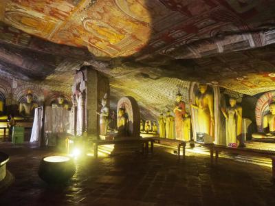 2018GWは「光り輝く島」スリランカで5つの世界遺産巡り ④ダンブッラで石窟寺院だけ見てキャンディへ