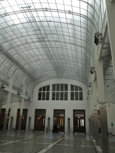 郵便貯金局の建物を見る。オットー・ヴァグナーの設計です。世紀末芸術の傑作です。